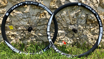 cycle, cycles et nature : magasin de vente et de reparation de velo a bordeaux, Paire de roues DT SWISS carbone RC38 Spline DB pneus